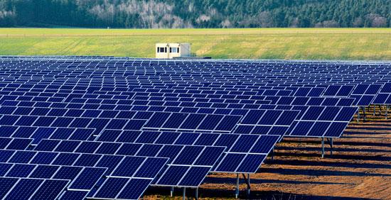 Ferme de panneaux photovoltaiques - Centrale solaire